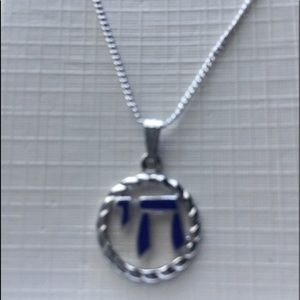 Jewelry - Cute pendant on chain